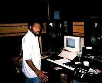 grap luva in his studio